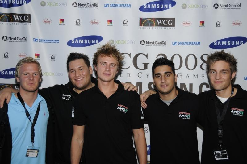 Чемпионы WCG 2008 из mTw. Фото с сайта hltv.org