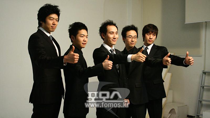 Тренерский состав команды SKT1 (Park посередине)