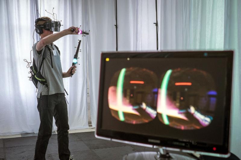 Atomic VR laser saber