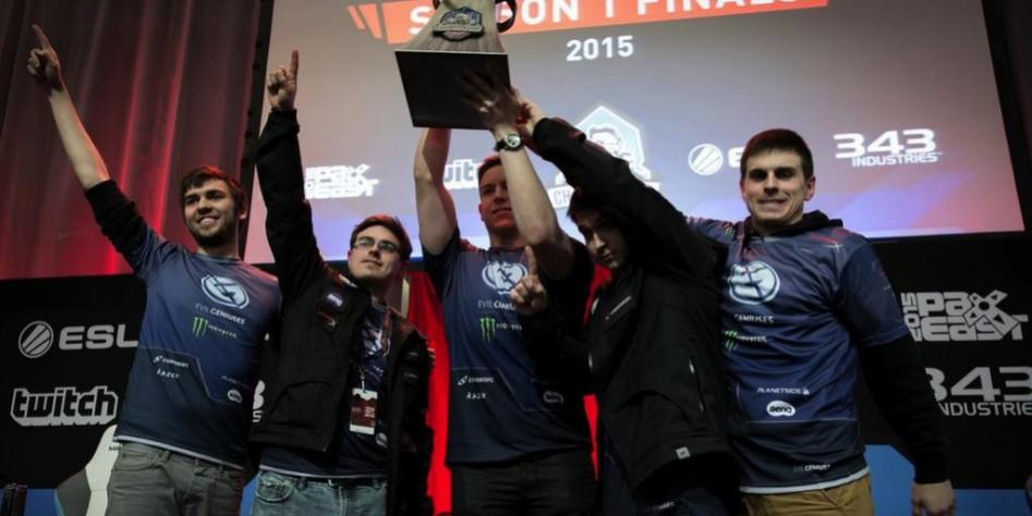 EG.Halo празднуют победу в первом сезоне HCS. Фото с сайта dailydot.com.
