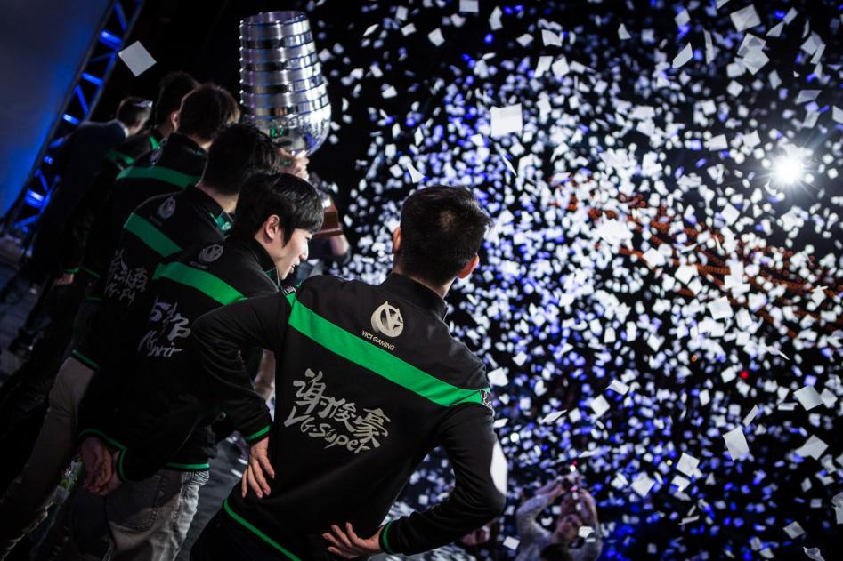 Vici празднуют победу на ESL One. Фото с esl-one.com.