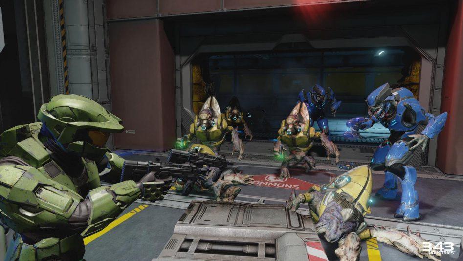Закрытые ранее двери в Halo светятся и шумят, когда враги открывают их с другой стороны.