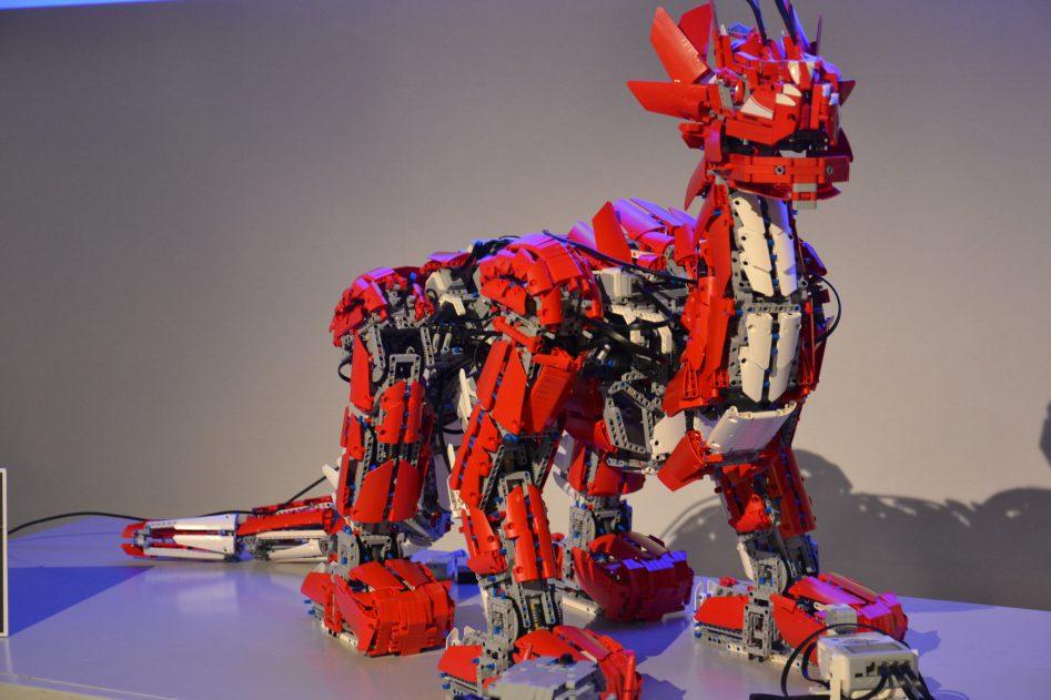 Готовый огнедышаший дракон Mindstorm, месяц на сборку