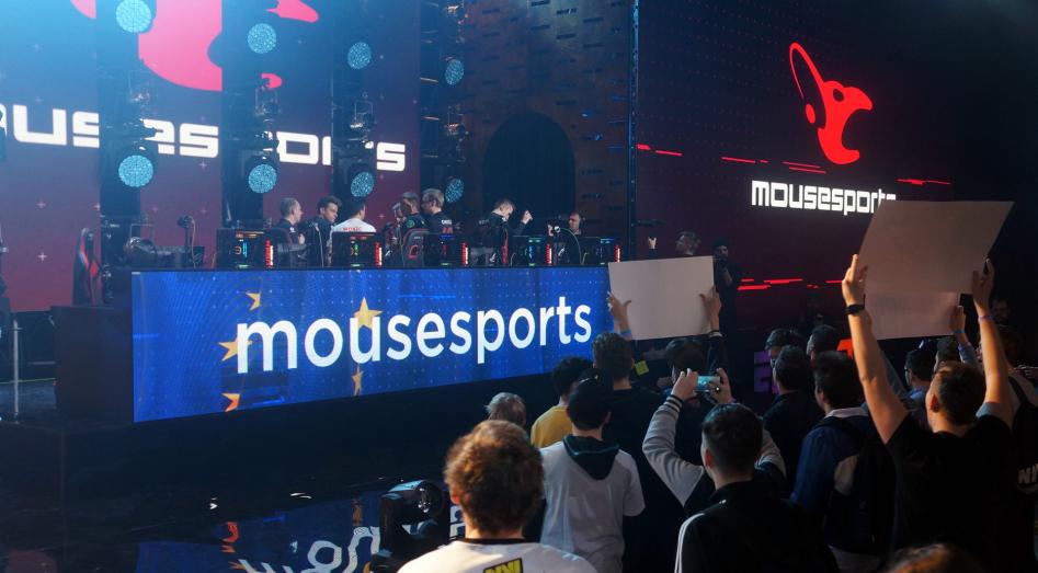 Болельщики поддерживали mousesports