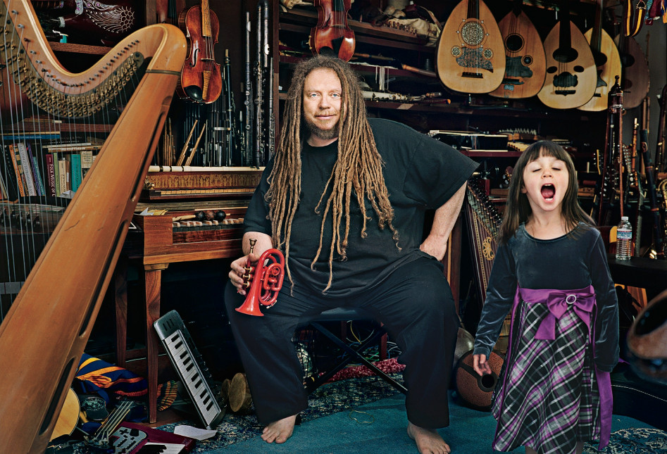 Джарон Ланье у себя дома с дочкой
